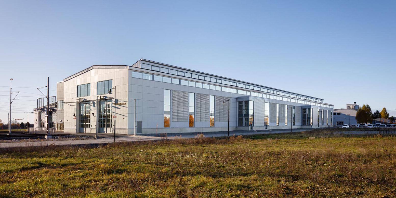 Bro spårdepå verkstadsbyggnad